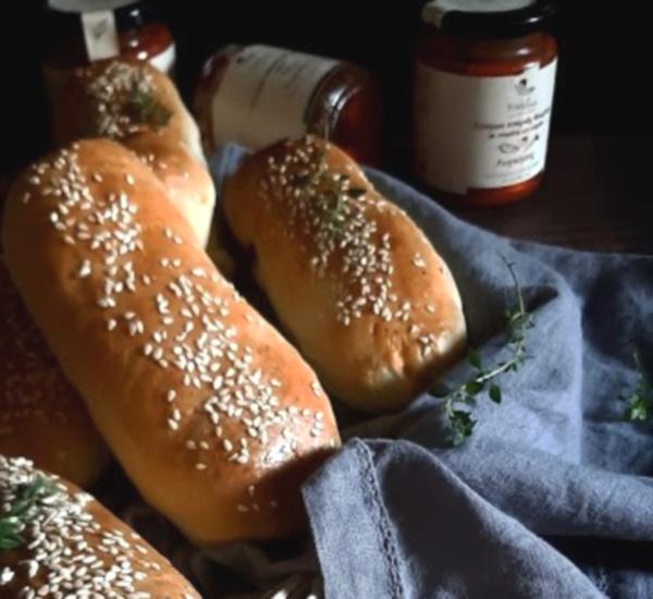 αφράτα-ψωμάκια-με-λουκάνικο