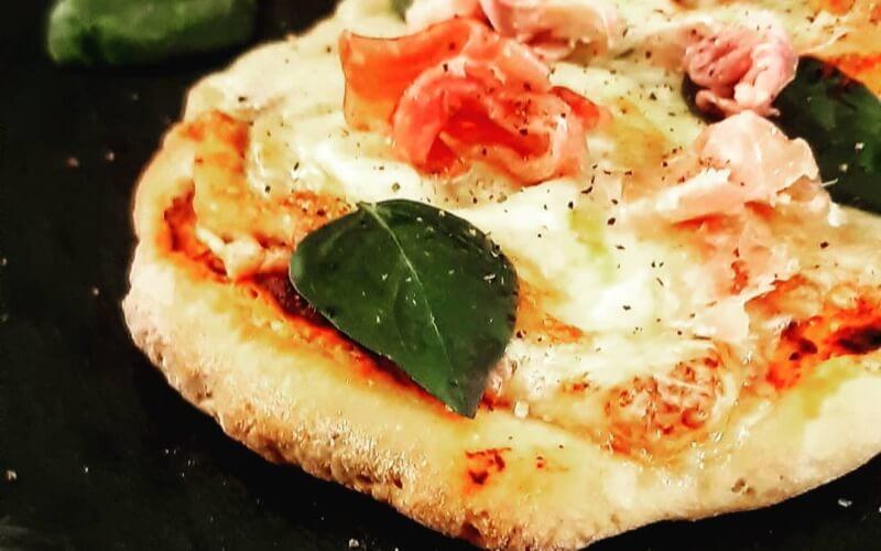 πίτσα-αλειμμα-πιπεριάς-Φλωρίνης