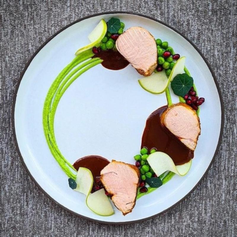 pork-tenderloin-sous-vide-au-jus-sauce-chocolate
